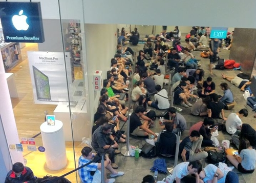 iPhone-6-Queue-Singapore.jpg
